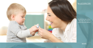 quando rimuovere il ciuccio: mamma con bambino